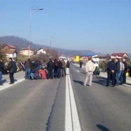 Radnici Krivaje-Mobel blokirali ulaze i izlaze iz grada