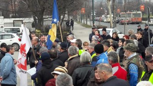 "Završen protest pred zgradom Vlade FBiH, ogorčene radnike ""Željezare"" niko nije želio saslušati"