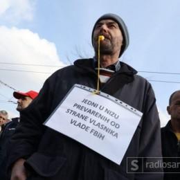 Protest radnika Hidrogradnje ispred Vlade FBiH: Izađi Fadile, ponesi naše pare